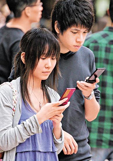 亚洲青少年手机用户