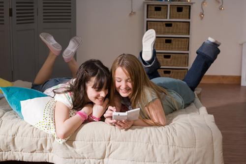 girls-playing-games