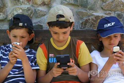 Kids-Playing-Games(from pernchumchon)