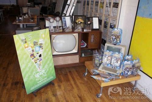 进门就能看到SUG之前在音乐、电视领域的作品及奖项(from gamezebo)