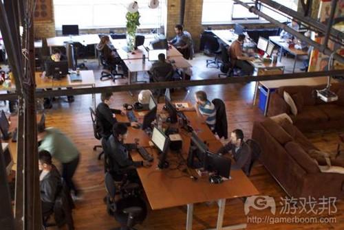 SGU办公室是一个巨大的loft空间(from gamezebo)