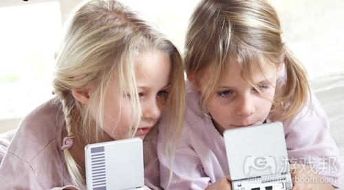 girls playing games(from kotaku)