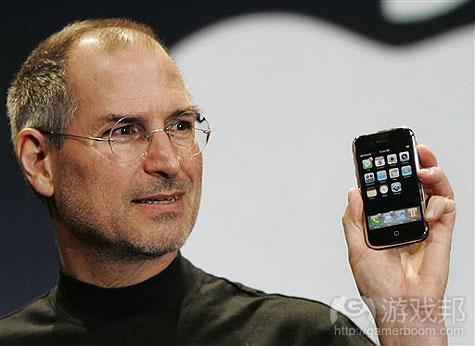 steve-jobs-iphone(from theiphonespot.net)