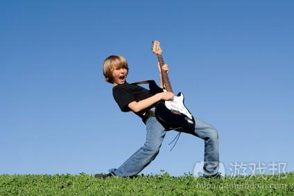 boy-playing-guitar(from vivretteguitaracademy)