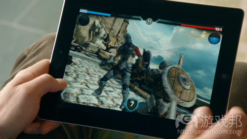 ipad-gaming(from intomobile.com)
