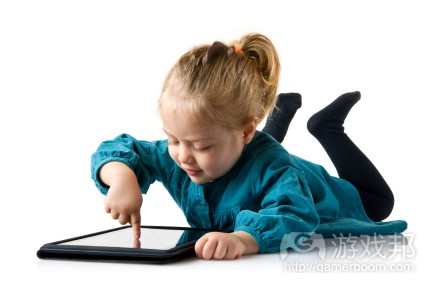 child-using-tablet(from ansys-blog.com)